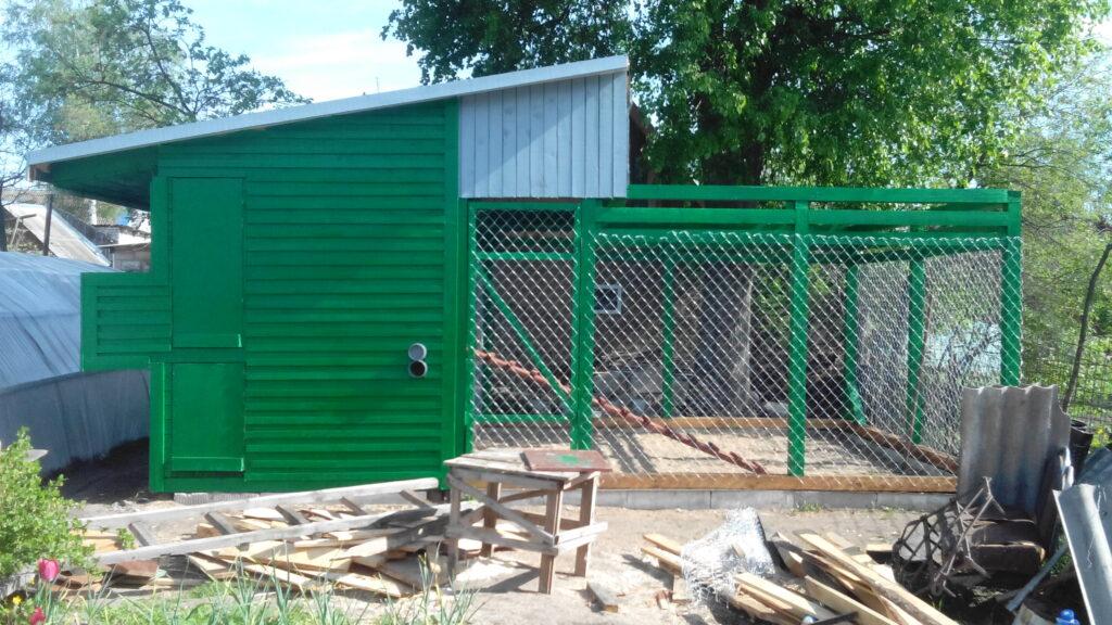 Ограда курятника из рабицы